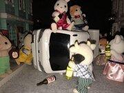 渋谷ハロウィン「軽トラ横転」騒動 シルバニアファミリーで忠実再現