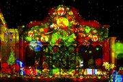 【ディズニー】Xmasマッピング映像を写真1枚だけ早出し!ツリーやリースが壁面を彩る