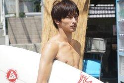 画像:横浜流星がサーフィンに初挑戦! 川口春奈に片想い…「しろときいろ」