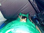 深夜のテント、足先に謎の違和感。まさか心霊現象?恐る恐る確認したら...「幸せな光景だなあ」