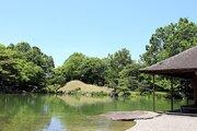 日本庭園なのに、船上のような光景が... 知る人ぞ知る福井名所「水の庭園」とは