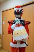 「福井のヒーロー」、クリスマスも大活躍! 子どもたちにオモチャ、そして笑顔を届ける
