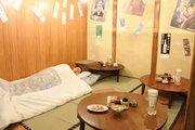 大阪・十三に「快眠居酒屋」オープン 店内で眠れるふとん貸し出しサービスも