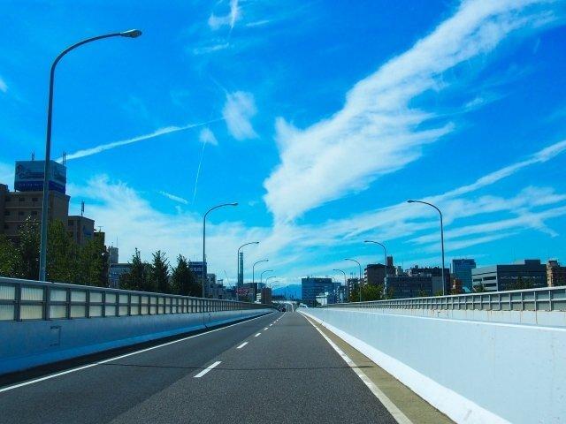 二度と歩けない!? 新名神高速道路3.5キロをウオーキング
