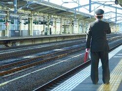 画像:鉄道係員への暴力は年間825件 「降車した乗客からいきなり殴打」「怒鳴りながら腕を掴まれた」
